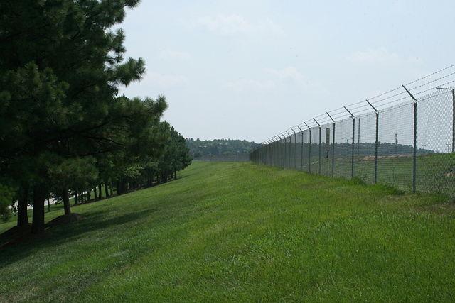 3D kerítés vagy hasonló zöld területen